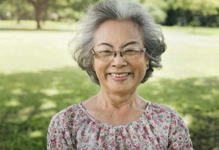 11 modische kurzhaarfrisuren für über 60 mit brille